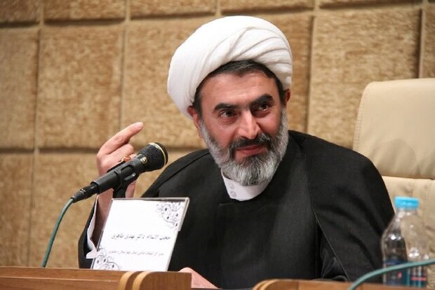 اندیشه های امام خمینی در جامعه تبیین و ترویج داده شود