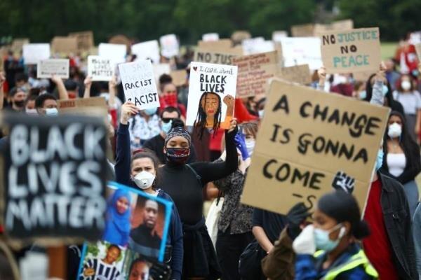 تظاهرات دهها هزار نفری در مرکز لندن در اعتراض به قتل «جورج فلوید»