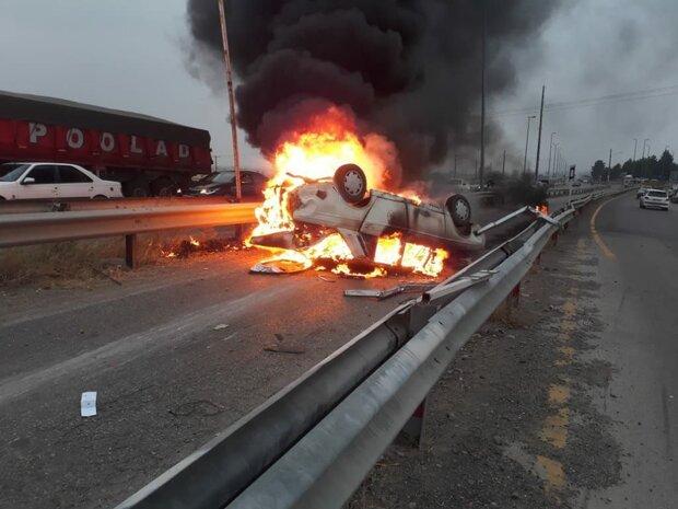 تصادف منجر به آتش سوزی در گلستان/۳ نفر مصدوم شدند