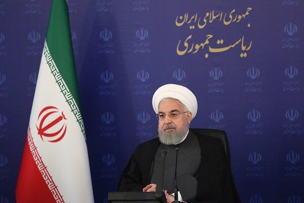 روحاني يثني على أداء مختلف القطاعات لإحتواء الأزمتين الاقتصادية وكورونا