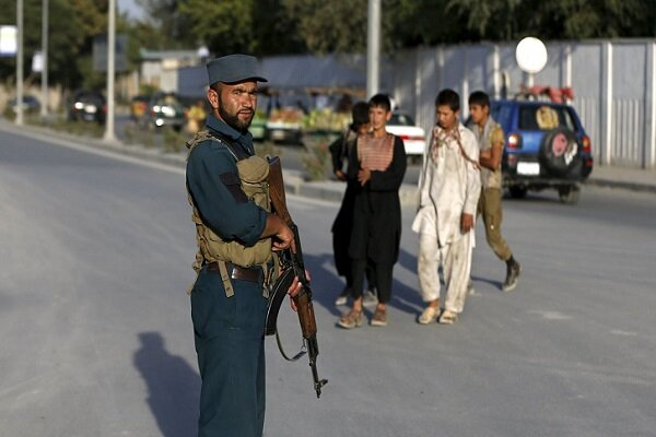 افغانستان میں پولیس کو مسلح افراد کے نظر آنے پر ہی گولی مارنے کا حکم