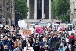گردهمایی اعتراضی مردم فرانسه در برابر سفارت آمریکا در پاریس