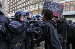 پارلمان اسکاتلند: لندن فروش تجهیزات سرکوب به آمریکا را متوقف کند