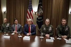 """مسؤولون عسكريون أمريكيون يتهمون """"ترامب"""" بالخيانة"""