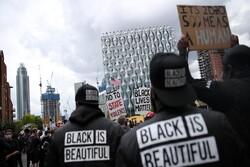 معترضان لندنی در تظاهرات ضدنژادپرستی: انگلستان بیگناه نیست