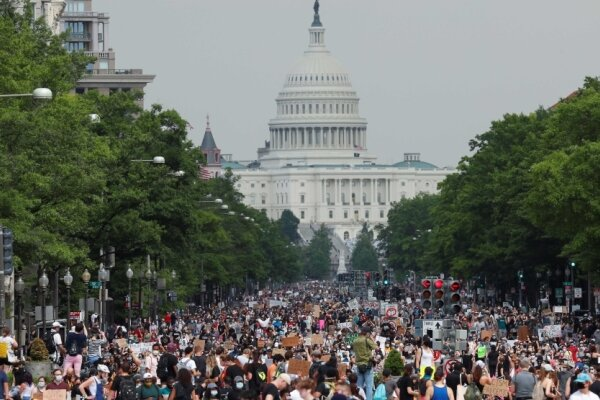 امریکہ میں مظاہرے عوامی تحریک میں تبدیل ہوگئے ہیں