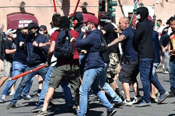حمله پلیس انگلیس به معترضان نژادپرستی/ استفاده از گاز اشک آور