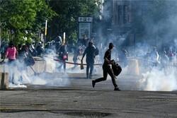 پذیرایی پلیس کانادا از معترضان به تبعیضنژادی با گاز فلفل