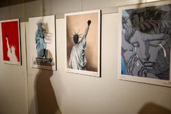 """Tahran'da """"Nefes alamıyorum"""" karikatür sergisi açıldı"""