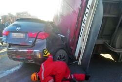 واژگونی مینیبوس در آزاد راه قزوین-کرج ۲۰ مصدوم بر جای گذاشت