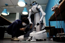 رباتی که به کنترل شیوع کرونا کمک می کند