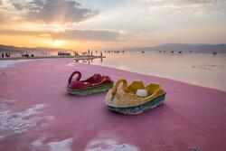 """Şiraz'daki pembe renkli """"Maharlu Gölü""""nden fotoğraflar"""