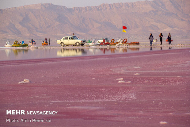 """Maharlu Lake in """"Pink color"""" with breathtaking views in Fars prov."""