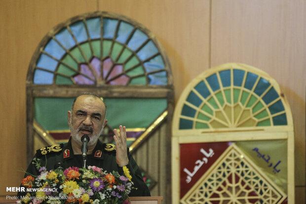 قائد الحرس الثوري: إننا اليوم في ذروة حرب شاملة وضروس مع الاعداء