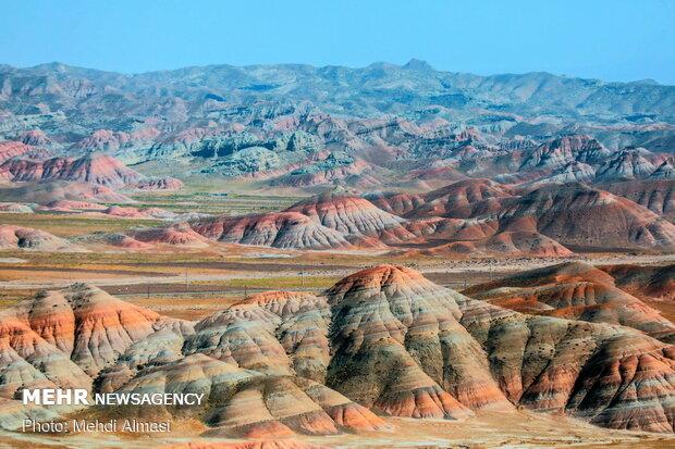 تپه های رنگی ماهنشان