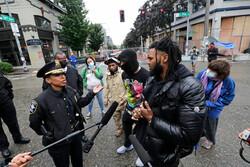 امریکی پولیس کا امریکی عوام پر تشدد کا سلسلہ جاری