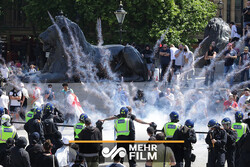 VIDEO: Far-right groups disrupt anti-racism protests in London