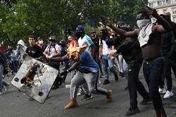 Londra'da ırkçılık karşıtı protestolarda çatışma çıktı
