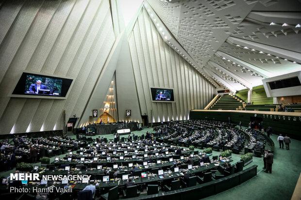 ايران ... وزيري الزراعة والاتصالات سيحضران في البرلمان غدا