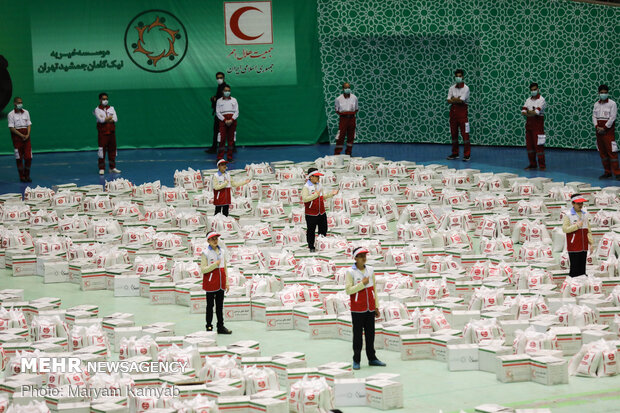 Iranian Red Crescent Society prepares 2000 livelihood foodstuff packages