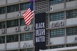 پارچه نوشته حمایت از سیاهپوستان از سفارت آمریکا در سئول حذف شد