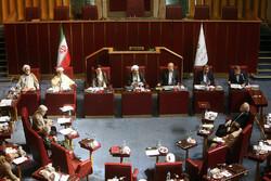رئیس کل بانک مرکزی از وضعیت اقتصادی کشور به مجمع تشخیص گزارش داد