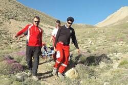 زن کوهنورد در ارتفاعات شاهوار دچار حادثه شد/ وقوع ۲ تصادف جرحی