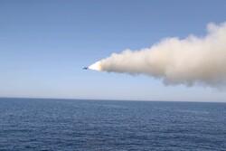 الحرس الثوري يطلق صواريخ بالستية بعيدة المدى لضرب الأهداف البحرية