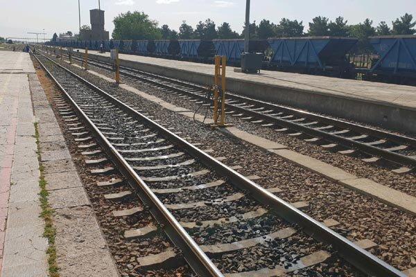 تکمیل پروژه راه آهن بوشهر – شیراز را با جدیت دنبال میکنیم
