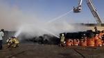 آتش سوزی در بارانداز چندهزار متری لاستیک در جنوب تهران