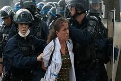 رفتار خشن پلیس فرانسه با یک پرستار زن بازتاب زیادی داشت