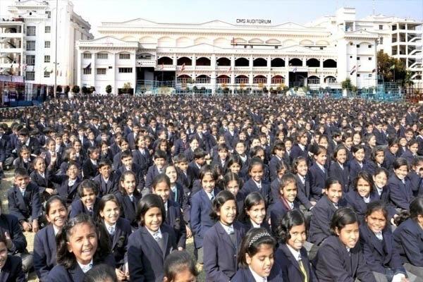 مدرسهای با ۵۵ هزار دانش آموز در هند