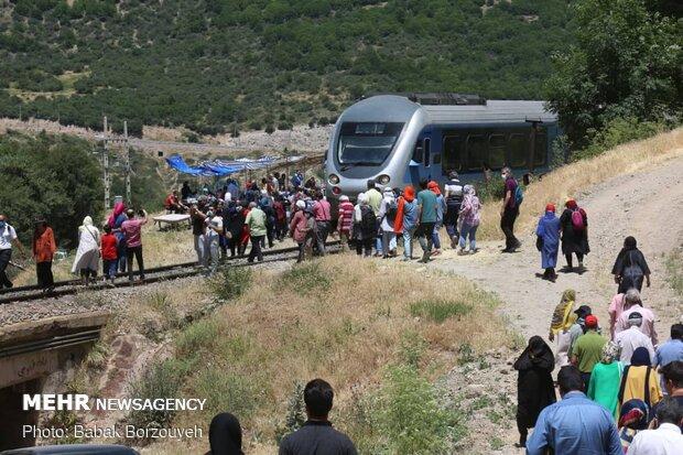 İran'daki turizm treninden fotoğraflar