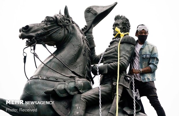 ABD'de Beyaz Saray'ın önündeki heykel yıkılmak istendi