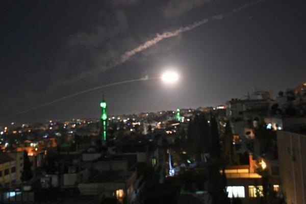 واکنش پدافند هوایی سوریه به حملات اسرائیل/ ۶ نظامی کشته و زخمی شد