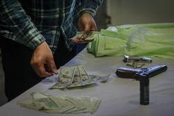 پلیس رشوه ۴۰۰ دلاری را رد کرد/ کشف ۴۰۰ قلم انواع ضبط و باند خودرو از این متهم