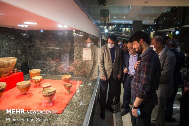 ABD'den İran'a getirilen tarihi levhalar görücüye çakarıldı