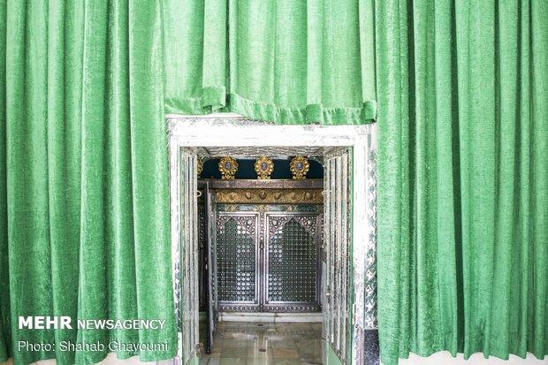 آستان مقدس امامزاده معصوم (ع) که از نوادگان امام محمد باقر(ع) میباشد.در خیابان قزوین بین گمرک و سه راه آذری در محل پل امامزاده معصوم در تهران واقع شده است