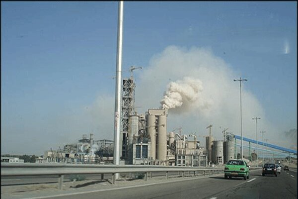 آلودگی زیست محیطی کارخانه سیمان آبیک همچنان ادامه دارد
