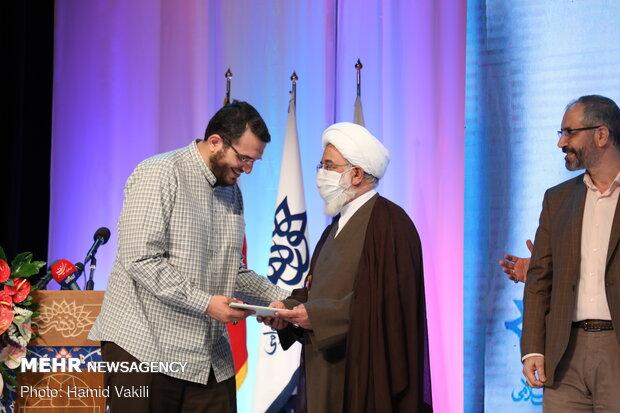 تکریم وتقدیم رئیس مرکز الفنون التابع لمنظمة الإعلام الإسلامي