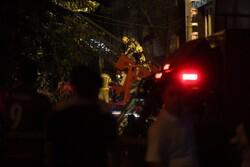 تعداد فوتیها به ۱۸ نفر رسید/ آتش نشانان همچنان مشغول هستند