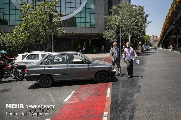 بسیاری از رانندگان وسایل نقلیه موتوری، مسیر دوچرخه را با عدم رعایت حق تقدم مسدود میکنند