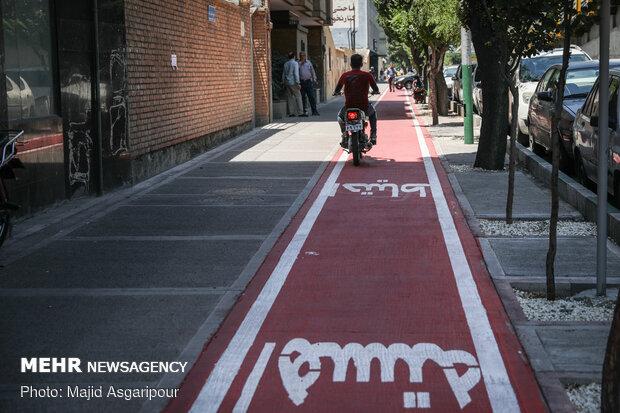 بسیاری از راکبان موتور سیکلت بدون در نظر گرفتن حقوق شهروندی دوچرخه سواران، از مسیرهای دوچرخه حرکت میکنند که این امر میتواند گاها موجب بروز حادثه شود