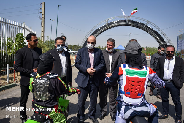 إفتتاح أكاديمية عالمية في إيران لقيادة الدراجات النارية و سباق السيارات