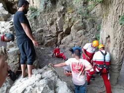 زن ۳۵ ساله بر اثر سقوط از آبشار «لوه» گالیکش جان باخت