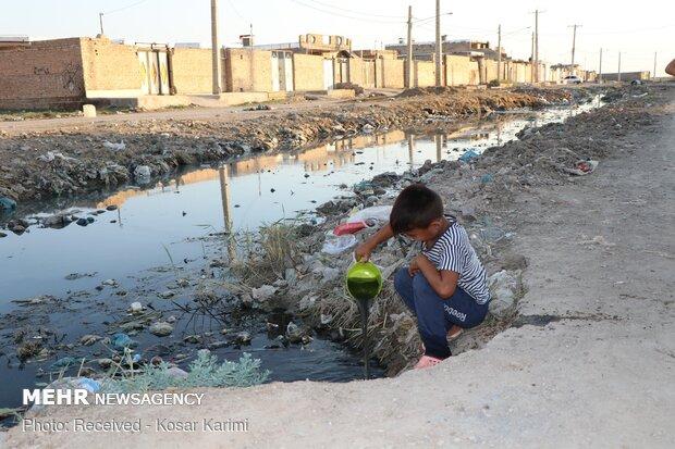 کودکانههایی با چاشنی فاضلاب/ غبار محرومیت بر چهره «سیاحی»