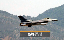 لحظه حمله هوایی ترکیه به دهکدهای کردنشین در عراق