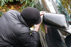دستگیری باند سرقت خودرو در اراک/ اعتراف به ۱۲ فقره سرقت