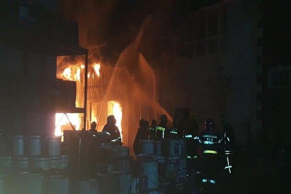 Bakü'de boya fabrikasında yangın