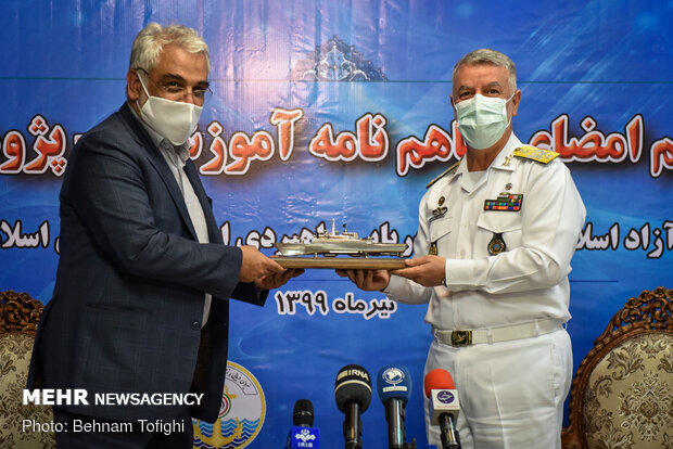 A MoU inked between Iran's Navy, IAU for bilateral coop.
